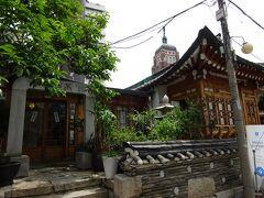 ランチは夫が選んだ「智異山(チリサン)」  韓定食が食べられるお店。 韓国の伝統料理が小皿でたくさん出てきます。  輸入品や化学調味料不使用とのこと。