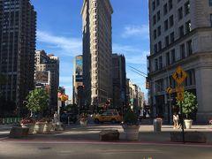 フラットアイアンビルディング 薄ーいビルです!  五番街とブロードウエイの交差点 映画「スパイダーマン」に使われた場所!