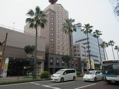 国道10号線沿いのホテルJALシティにようやくたどり着きました。 カートを引きづりながら歩いたので汗ばんでしまいました。