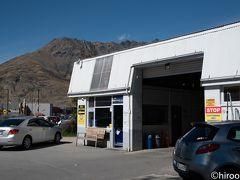 クイーンズランドでは、ace rentalという会社でレンタカーを借りました。事前にExpediaで予約したものです。借りた車は、慣れた日本車のヤリス。トランクがちょっと小さくて、中型のスーツケース二つは、後席背もたれを倒さないと入りませんでした。 ここから南下して、最初の訪問地テ・アナウを訪れました。ここは、フィヨルドランド国立公園観光の拠点です。