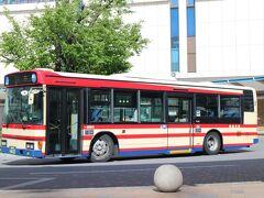 リムジンバスを待つ間に福島交通のバスを眺めて過ごす。 福島市、郡山市などはほぼ福島交通が独占。新旧、ラッピングバスも多く見ていて飽きない。