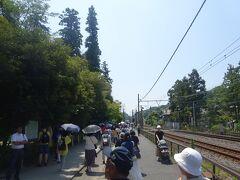北鎌倉駅から明月院へ  東慶寺とも思ったが、先ずは明月院に向かう。 北鎌倉駅から明月院へ向かう?人でいっぱい。