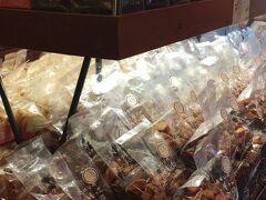 お菓子の城のあとは、私のリクエストでnasuのラスク屋さんへ。試食がたくさんありました!