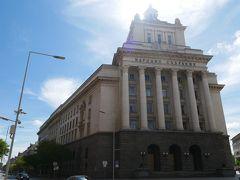続いて旧共産党本部。 馬鹿みたいにに大きな建物。 旧共産党の建物ってとにかくバカでかいよね。
