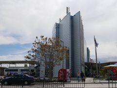 これがあっちの建物。 あとで分かった事だけど最初に行ったバスターミナルは国際路線専用だったみたい。 この時はあっちね、と思ってこの建物に移動。