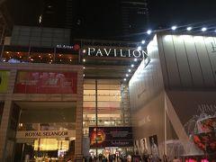 <ブキビンタン通り>  ブキビンタン通り周辺には、「パビリオン」や「ロット10」、「ファーレンハイト88」、「ベルジャヤタイムズスクエアー」、「スンガイワンプラザ」などたくさんのショッピングセンターがあります。