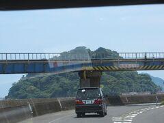 JR日南線の下をくぐりぬけます。