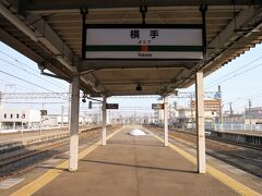 珍しいですね~ 線路に対し垂直に設置してある駅名標、これで3駅目です。過去には「門司港駅(鹿児島本線:福岡県)」と「郡山駅(東北本線:福島県)」で見かけました。