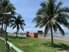 海岸では砂で大きなオブジェを作成していました。