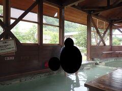 奥日光湯元温泉街にある足湯にやってきました