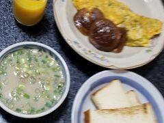 """おはようございます 今回最後の朝食です 食材消化の為に代わり映えのしない メニューになっております(~_~;)  この日の朝湯は最悪(*_*) 隣の男湯に子供たちが入っていて 騒がしい(-""""-) そのうち なんと仕切りの塀の上からお湯が女湯側に・・・ 思わず叱り飛ばしてしまいましたわ(ー_ー)!!"""
