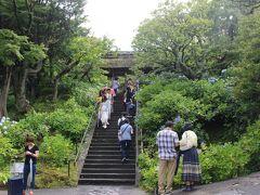 さて、明月院に向かう途中にある東慶寺に立ち寄りました。  鎌倉幕府8代執権北条時宗(モンゴルが襲来したときの執権です)の奥さんが作ったお寺で、「縁切寺」として有名です。