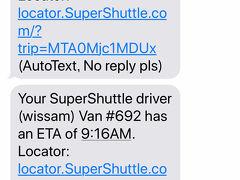 9:05  ホテルに戻ってベルデスクに預けた荷物を引き取ります。  そしてしばらくロビーで待っていると9:15にスーパーシャトルが到着!  このメッセージはドライバーさんが到着と同時に車内のタブレットで送信しているようですが、それよりも前にクルマが見えたので外に出ました。  ピックアップ時間は9:25~9:40となっていましたが、やはり早めに準備しておいて正解でした。