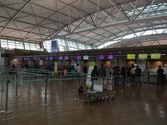 インチョン国際空港は大きいですね。ベトナムのダナンに向けてLCCのジン・エアーにチェックインです。