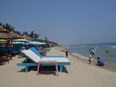 アンバンビーチ。ビーチの侵食が気になります。こちらが北方向に永遠とビーチが見えます。