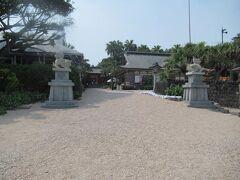 ここでトゥクトゥクを降りて、歩いて青島神社をおまいりします。 「帰りはこのあたりで待っていれば迎えに来ます」とトゥクトゥクの運転手さん。