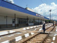 カザンラク駅に着きました。