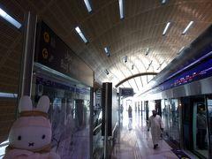 「バージュ・ハリファ/ドバイモール」駅に到着です。