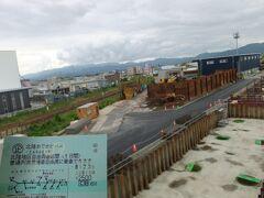 いつもの北陸おでかけパスで出発。恒例の北陸新幹線工事定点観測、今回は跨線橋から駅東側(越美北線ホーム側)を望みます。