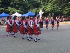 フォークダンスコンテストが行われていました。ブルガリア各地から参加しているそうです。雰囲気をお伝えするために動画をアップしてみました。 https://youtu.be/rSJawavuvqs