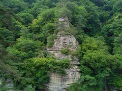 「塔のへつり」 へつりとは・・・会津方言で、川に迫った険しい断崖のこと 国の天然記念物に指定 大川羽鳥県立公園、大川ラインの一番の景勝地。