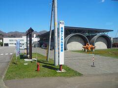 福島町に突入し、青函トンネル記念館前を通過。 路線バスなので、この辺りから通学する高校生が結構乗り込んできます。