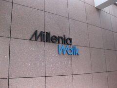 途中、ミレニア・ウォークを見て歩きました。 ショッピングモールということですが、ショボかった。