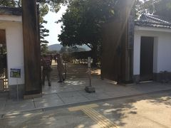 ホテルをチェックアウトして、徒歩で日本三大園のひとつ 後楽園へ  正門から入場