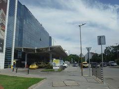 バスターミナルを通ってライオン橋近くのホテルに向かいます。