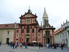 12時、Bコースで聖イジー教会に入れる。920年創建という古い教会だ。
