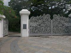 11時半過ぎ ボタニックガーデン Tanglin Gate到着。 門柱には世界遺産の印あり。シンガポール初の世界遺産だそうです。