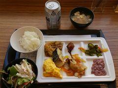 スーパーホテルの私の朝食。ここのビールは安いんです。210円。