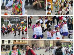 広場ではお祭りだそうで、パレードが・・・・・・毎日あるのでしょうか?!