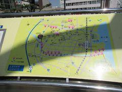 11:04土浦駅前にあった案内地図で、土浦城(亀城公園)までのルートを確認。 駅から歩いて向かいます。