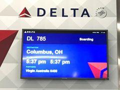 空港到着が16:20。 マジで時間がありません。 デルタ航空のカウンターでスーツケースを預けて、走ってセキュリティーチェックへ向かいます。 セキュリティーチェックの予測通過時間は約30-40分。 マジでギリギリすぎるーーー!  予定通り30分ほどで通過し、ゲートに着いたのが17:15. ボーディング〆切のギリギリのタイミングでした。 なんどか滑り込んでClombusへ向かいます。