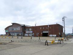 奥尻港フェリーターミナル まだ早いせいか誰もいない。