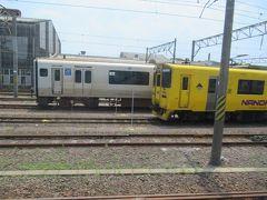 11時57分に鹿児島中央駅を出発して。 快速なのはななどの車両たちを横目に指宿枕崎線を南下します。