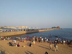 海、砂浜。 青島来たわ!  桟橋ってホテルから近かったんだ、と思った。 せっかくだから、桟橋を渡る。