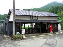 最初にやってきたのは終点の妙見口駅で、妙見山への登山口となる駅です。のどかな里山にあり、終点でも無人駅でハイキング客の利用が中心のようです。