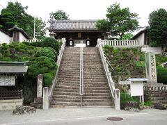 妙見口から多田まで行き、昼食をとった後、多田神社をお参りします。源満仲は多田神社の前身であった多田院を建立し、多田は清和源氏発祥の地といわれています。