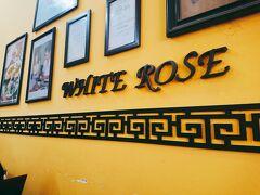 翌日バスに乗る場所を確認がてら「ホワイト・ローズ」へ。