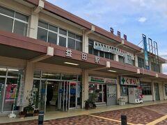 益田駅の近くでレンタカーを返し  JR山陰線の各駅停車で東萩駅に向かいました  本数が少ないので乗り遅れは許されませんでした