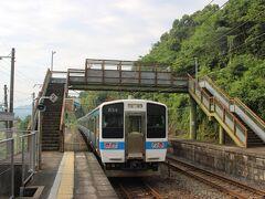 史跡田原坂の最寄のJR田原坂駅。 ホームと待合室があるだけの無人駅です。