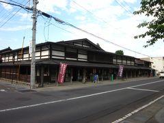 通りに出ると一際存在感のある家屋は「石場住宅」、  元は藩出入りの商家で江戸中期築のようですが、現在は造り酒屋のようです。 津軽地方の数少ない商家の遺築的家屋とありました。