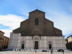 「サン ペトロニオ聖堂」 バチカンの「サンピエトロ大聖堂」より大きな聖堂を創る計画が途中でばれて、小さくされた教会。 切り取られたところは外から見えます。   内部を撮影するには有料でした。