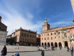 「マッジョーレ広場」   ボローニャの中心の広場です。