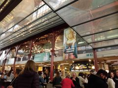 「中央市場」  一階は店ですが、2階は食堂。   イートインのできる店が沢山あり、テーブルに運んで食べられます。