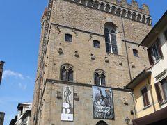 「バルジェッロ国立博物館」  中世の建物をそのまま使った博物館。