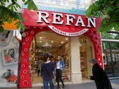 ここでの目的はこのお店「REFAN」。 バラグッズのお店らしくガイドブックにも紹介されていた。