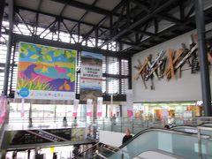 15分足らずで「JR弘前駅」に到着しました。  40年ぶりなので駅舎もすっかりと変わってびっくりです!?。  この中央口ホールの吹き抜けは斬新で良いですね!。